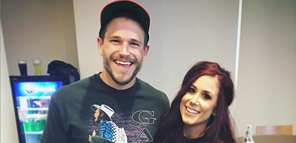 Chelsea Houska poses with her husband Cole DeBoer.