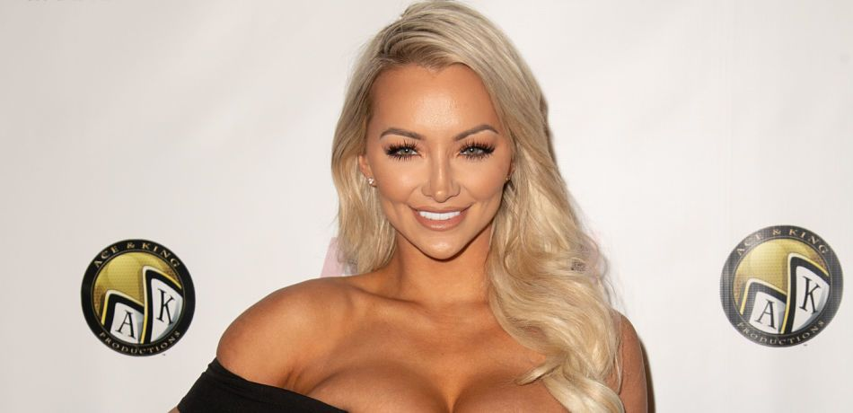 Lindsey Pelas attends the premiere of America's Next Top Model mobile game.