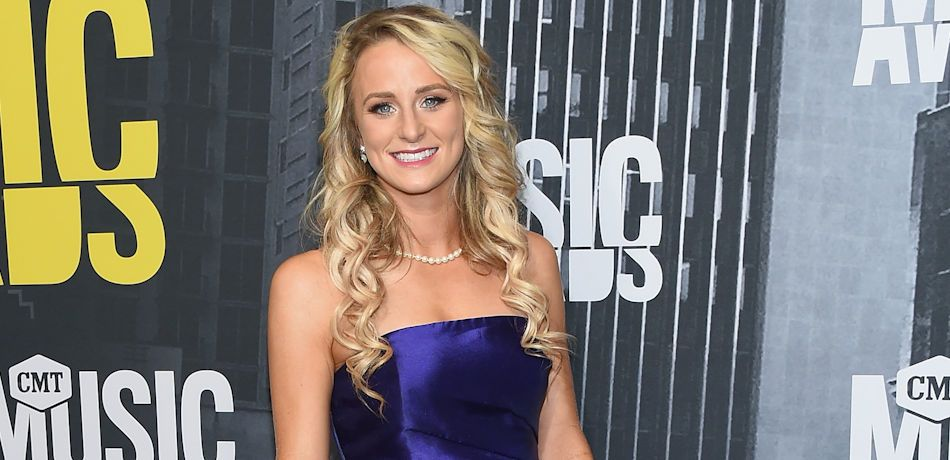 TV personality Leah Messer, clutch detail, attends the 2017 CMT Music Awards at the Music City Center on June 7, 2017 in Nashville, Tennessee.