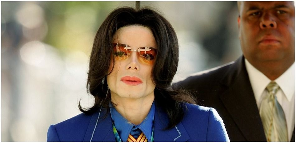 Singer Michael Jackson arrives at Santa Maria Superior Court before testimony in his child molestation trial