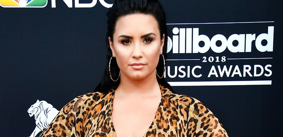 Demi Lovato poses on the red carpet as she attends the 2018 Billboard Music Awards.