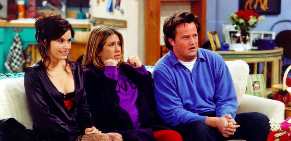 The 'Friends' cast sits on the couch.