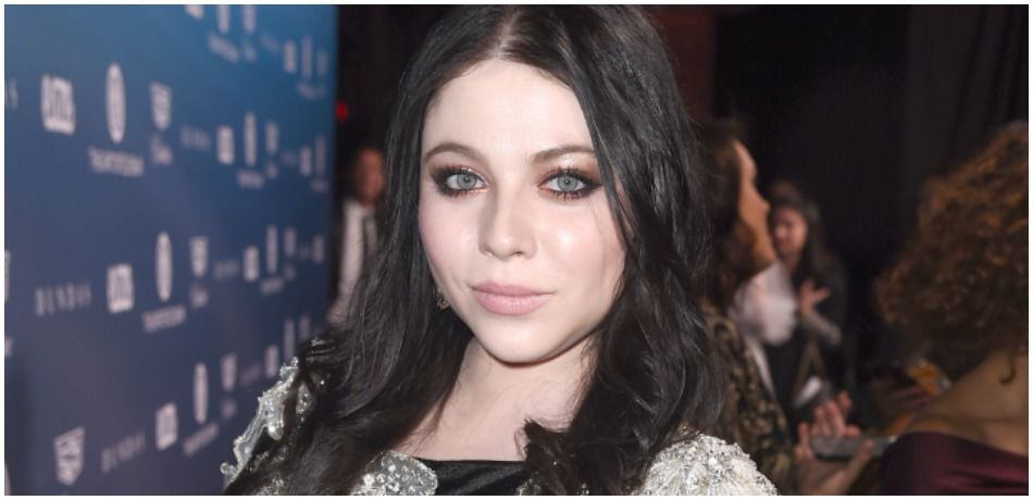 Michelle Trachtenberg stops and poses for press pictures