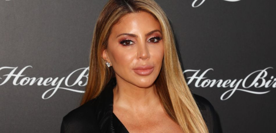 Larsa Pippen wears a black outfit.