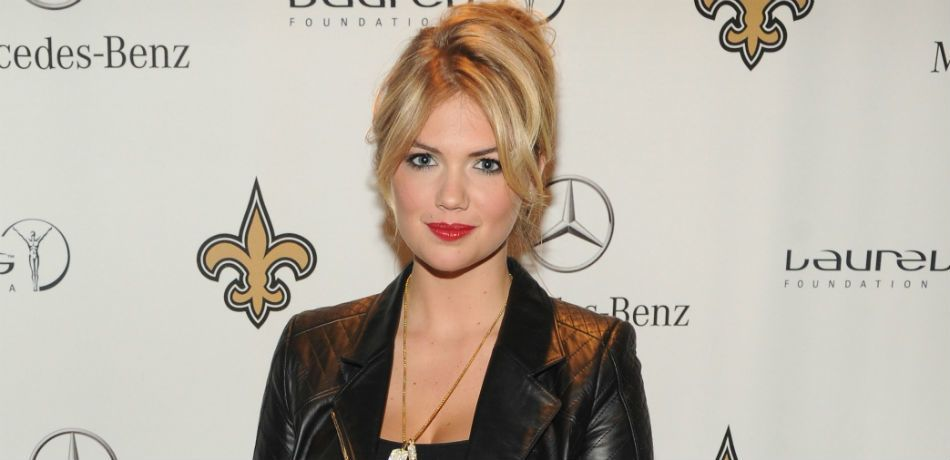 Kate Upton Rocks Chic Silk Blazer & Shows Off Killer Stems While Chatting With Jimmy Fallon