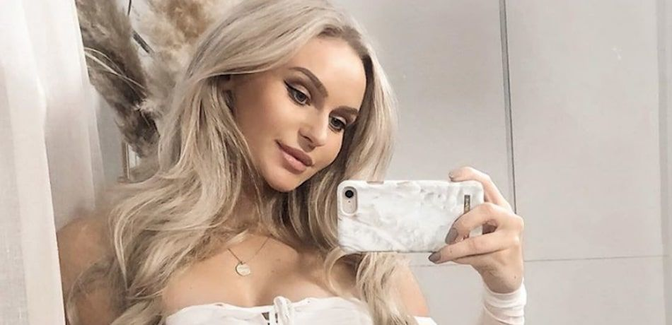 Anna Nystrom shares a selfie with fans on Instagram.