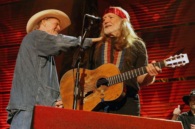 ST LOUIS, MO - OCTOBER 04: Billy Joe Shaver and Willie Nelson perform during Farm Aid 2009 at the Verizon Wireless Amphitheater on October 4, 2009 in St Louis, Missouri.